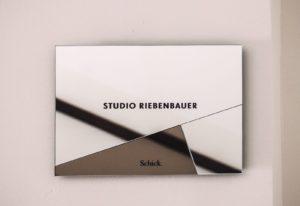 Studio Riebenbauer_CI_Schild_02